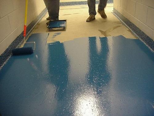 Для чего наносится краска и полимеры на бетон