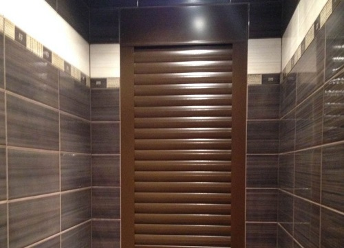 Как замаскировать горизонтальные трубы в туалете